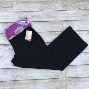 NWT Old Navy Rollover Capri Size M